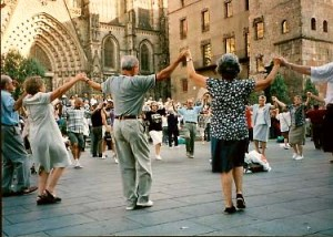The Sardana, the national dance of Catalunya (credit: mylloret.com)